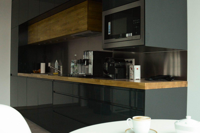 12 Stainles steel splashback antracite kitchen
